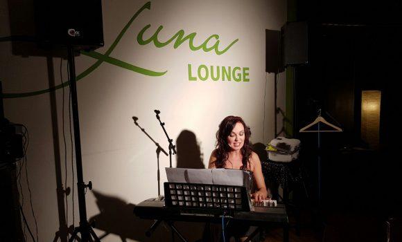 Kabarettistin zu Gast bei Luna Lounge Comedy Club