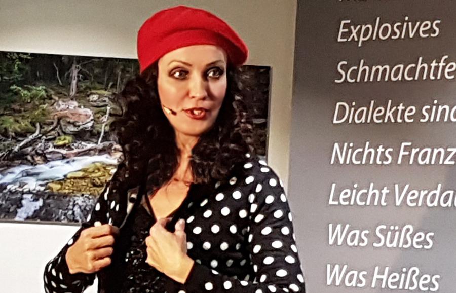 atemlos parodie schlachthof muenchen viktoria lein musik kabarett kabarettistin