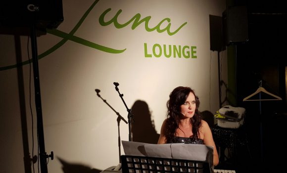 Viktoria Lein -Kabarettistin zur Gast bei Luna Lounge Comedy Club