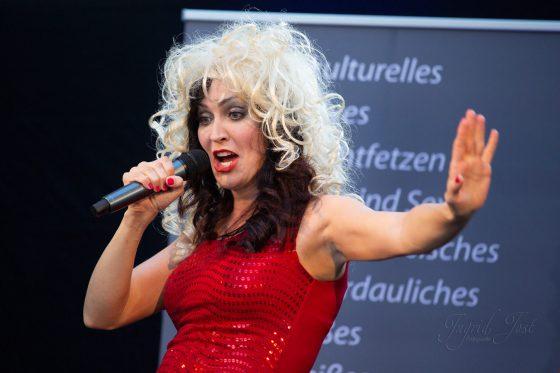 Kabarettistin und Sängerin aus München